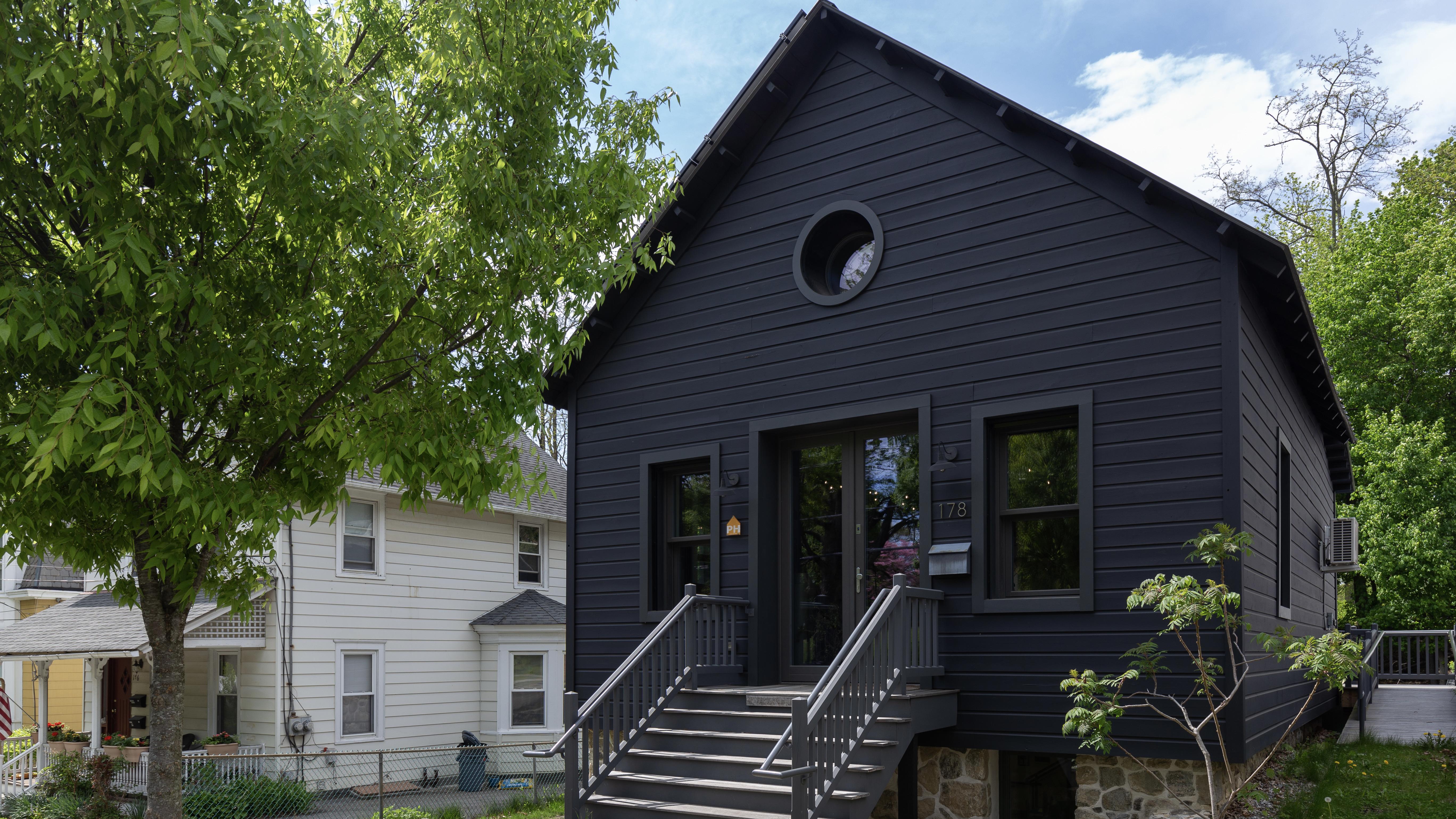 Horseshoe Shop to Cozy Office